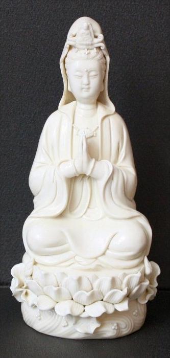 CHINA , Blanc–de-Chine`-Figur des Guanyin, 18/19. Jhd.Marke China, Dehua Marke: Siegelmarke, Lai-kuan