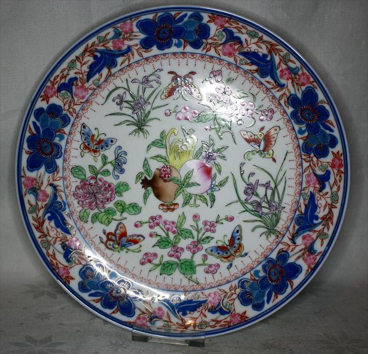 China, aufwendig dekorierter China-Teller, Porzellan vor 1945Marke: Doppelmarke ?Sehr schöne Bildgestaltung, Pflanzen un