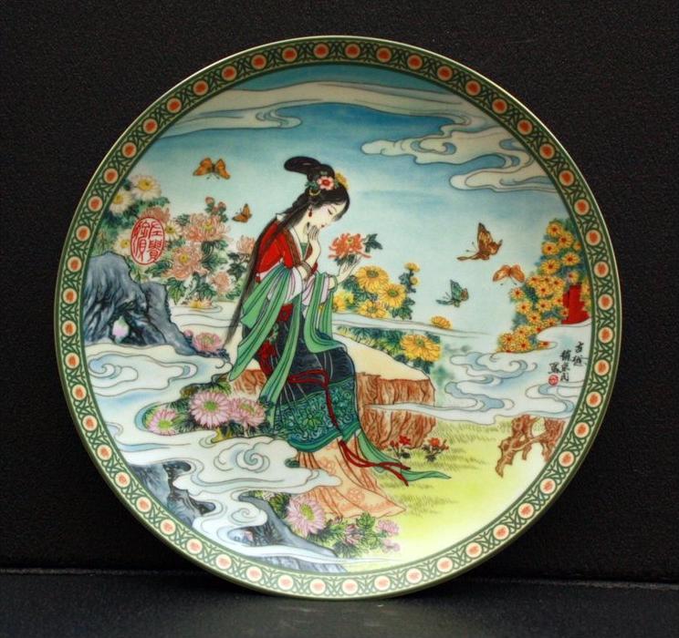 Sammelteller, China Chinesische Blumengöttinnen Künstler: Chao Hui-ming Porzellan,  Durchmesser: 21,6 cm 1991 Die Chrysa