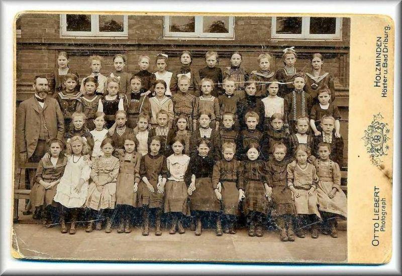 Mädchenklasse um 1900