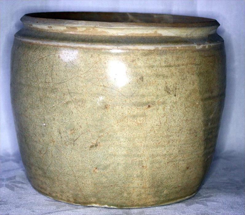Kmehr,Vorratsgefäß, Angkor-Periode 12./13. JahrhundertKambodscha, Steinzeug, mit heller  Glasur,Maße:, ca. D-19,0 cm, H-