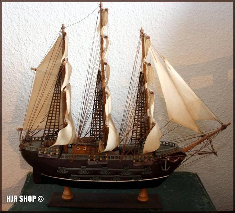 Holzmodell eines Segelschiffes
