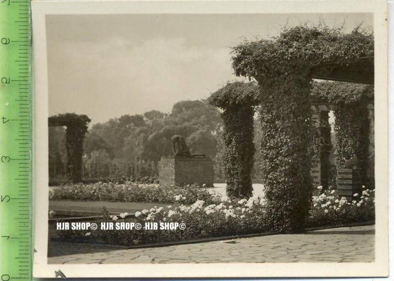 Essen, Grugapark, ca. 1930/1940,  Sammelfoto 9,2 x 7 cm,  Pergolagarten mit Plastik
