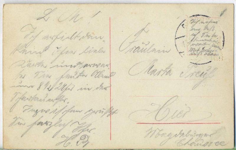 Postkarte:  Junge Frau gelaufen, mit Nachricht unter der Briefmarke