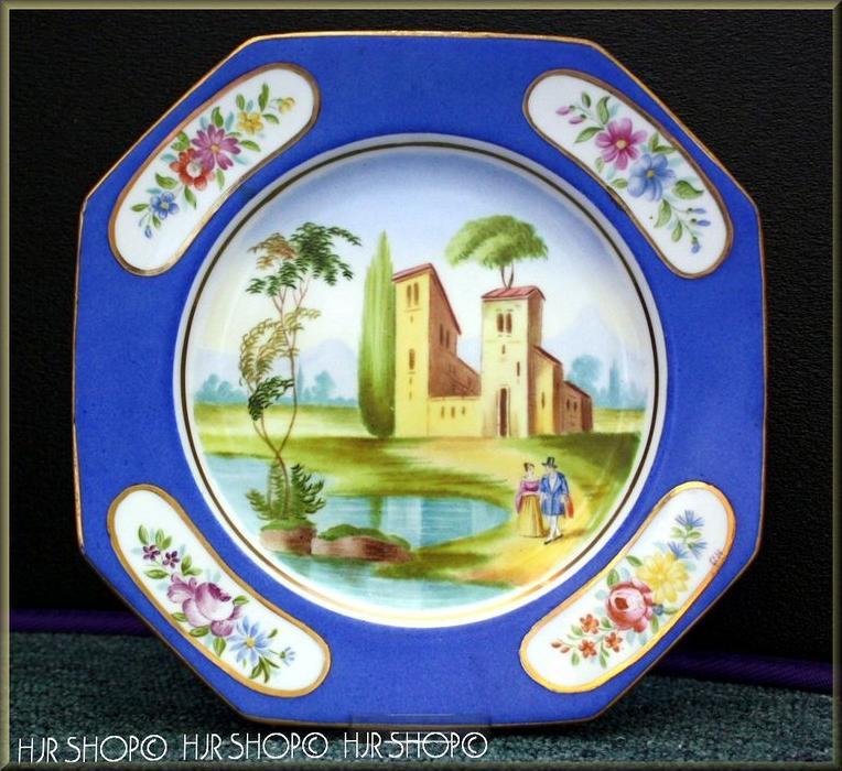 SEVRES ?, oktogonaler Porzellanteller, Frankreisch um 1900 Marke: SEVRES ? Monogramm GH Rückseite mit Pressnummer 145 AM