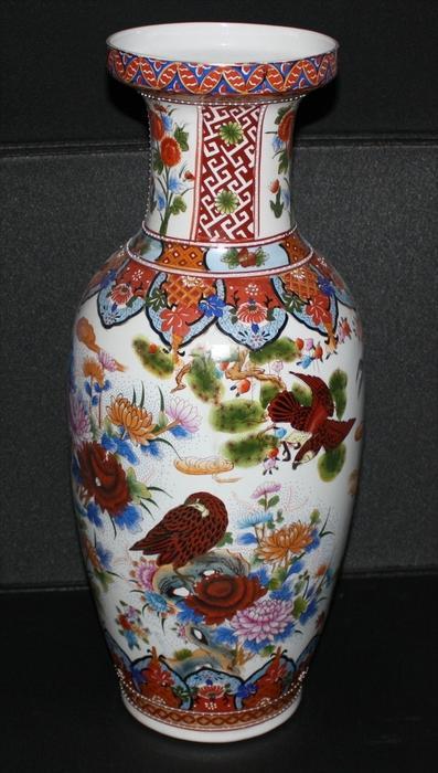 CHINA-Porzellanvase 20. Jhd. Marke: Unbekannt Sehr schöne Motive gemalt in Aufglasur Maße: Höhe 60,5 cm Zustand: sehr Gu