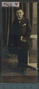 Altes Foto auf PappePaul Tornou, Berlin Ober-SchöneweideMaße: 11,8 x 5 cmZustand: GutWir haben ständig altes China-Porze
