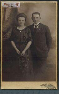 Altes Foto auf PappeWilly Koltze, Stendal Maße: 16,5 x 10,8 cmZustand: GutWir haben ständig altes China-Porzellan im SHO