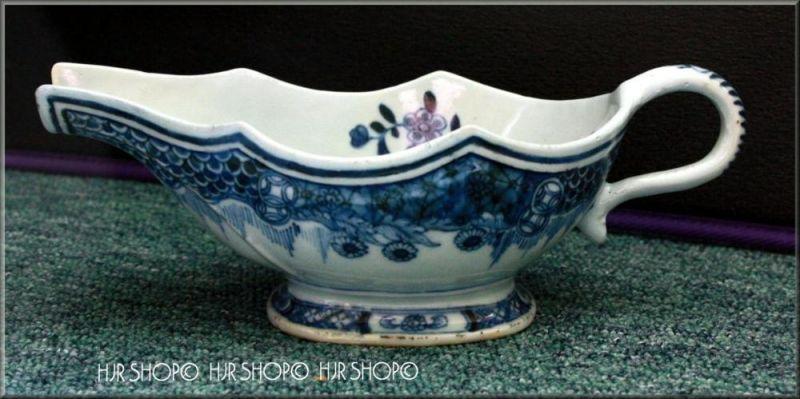 CHINA-Porzellan-Sauciere, 18. Jhd Marke: ohne Produziert für den europäischen Markt, ca. 1750 Motiv: Blumen und Glücksze
