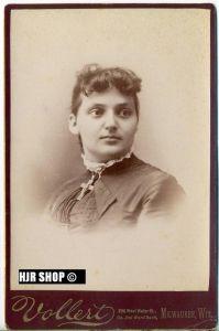 Foto um 1900,  Vollert Milwaukee, Maße 14,3 x 10 cm auf Pappe aufgeklebt