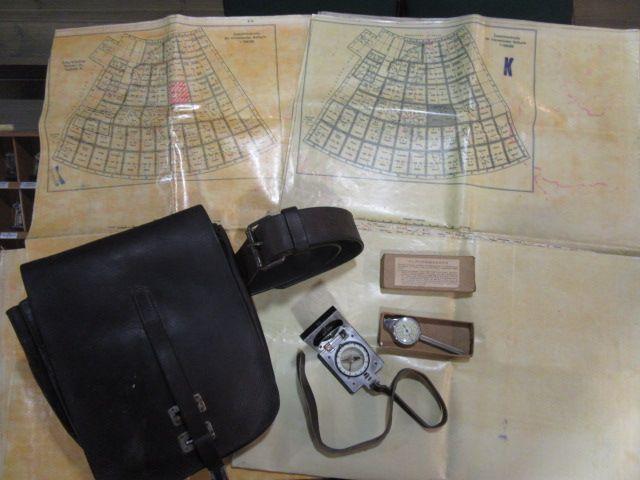 Extrem seltene Karten des deutschen Piloten, komplett mit Tasche und Zubehör. 1942 Jahr 0