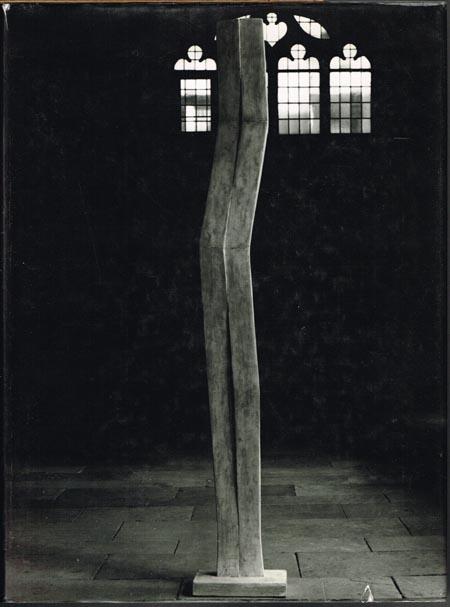Christa von Schnitzler. Gisela Nietmann. Plastiken 1984-1994. Die Magie der kargen Form. The Magic of Sparing Form. La Magie de la Forme Pure.