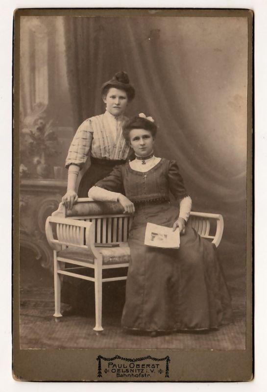 2 Damen und eine Bank - Foto auf Hartkarton
