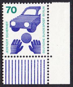 BERLIN 1973 Michel-Nummer 453 postfrisch EINZELMARKE ECKRAND unten rechts - Unfallverhütung; Verkehrssicherheit - Ball vor Auto