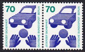 BERLIN 1973 Michel-Nummer 453 postfrisch horiz.PAAR - Unfallverhütung; Verkehrssicherheit - Ball vor Auto
