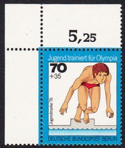 BERLIN 1976 Michel-Nummer 520 postfrisch EINZELMARKE ECKRAND oben links - Jugend trainiert für Olympia: Schwimmen (Startsprung)