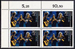 BERLIN 1988 Michel-Nummer 809 postfrisch BLOCK ECKRAND oben links - Wettbewerb Jugend musiziert: Trio mit Gitarre, Madoline und Blockflöte
