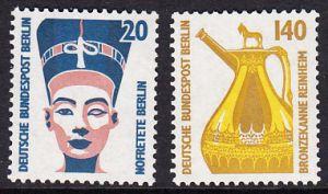 BERLIN 1989 Michel-Nummer 831-832 postfrisch SATZ(2) EINZELMARKEN - Sehenswürdigkeiten: Nofretete-Büste, Berlin / Bronzekanne, Reinheim