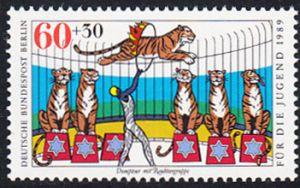 BERLIN 1989 Michel-Nummer 838 postfrisch EINZELMARKE - Zirkus: Dompteur mit Raubtiergruppe