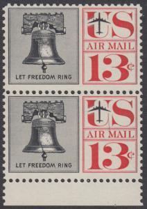 USA Michel 782 / Scott C62 postfrisch Luftpost-vert.PAAR RAND unten - Freiheitsglocke