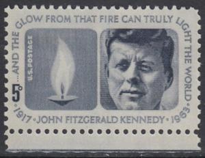 USA Michel 860 / Scott 1246 postfrisch EINZELMARKE RAND unten - John Fitzgerald Kennedy, 35. Präsident