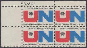 USA Michel 1021 / Scott 1419 postfrisch PLATEBLOCK ECKRAND oben links m/ Platten-# 32317 - 25 Jahre Vereinte Nationen (UNO): UNO-Emblem, Inschrift
