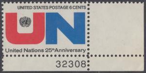 USA Michel 1021 / Scott 1419 postfrisch EINZELMARKE ECKRAND unten rechts m/ Platten-# 32308 - 25 Jahre Vereinte Nationen (UNO): UNO-Emblem, Inschrift