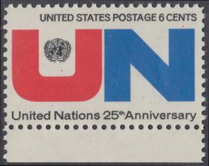 USA Michel 1021 / Scott 1419 postfrisch EINZELMARKE RAND unten - 25 Jahre Vereinte Nationen (UNO): UNO-Emblem, Inschrift