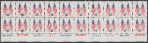 USA Michel 1126 / Scott 1509 postfrisch horiz.PLATEBLOCK(20) RÄNDER unten - US-Flaggen mit 50 und 13 Sternen