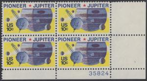 USA Michel 1164 / Scott 1556 postfrisch PLATEBLOCK ECKRAND unten rechts m/ Platten-# 35824 - Pioneer-Programm zur Erforschung des Planeten Jupiter; Raumsonde Pioneer, Planet Jupiter mit Monden