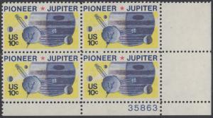 USA Michel 1164 / Scott 1556 postfrisch PLATEBLOCK ECKRAND unten rechts m/ Platten-# 35863 - Pioneer-Programm zur Erforschung des Planeten Jupiter; Raumsonde Pioneer, Planet Jupiter mit Monden