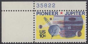 USA Michel 1164 / Scott 1556 postfrisch EINZELMARKE ECKRAND oben links m/ Platten-# 35822 - Pioneer-Programm zur Erforschung des Planeten Jupiter; Raumsonde Pioneer, Planet Jupiter mit Monden
