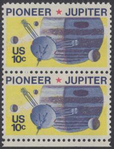 USA Michel 1164 / Scott 1556 postfrisch vert.PAAR RAND unten - Pioneer-Programm zur Erforschung des Planeten Jupiter; Raumsonde Pioneer, Planet Jupiter mit Monden