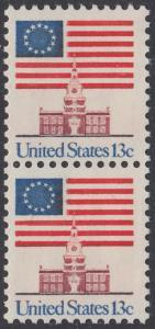 USA Michel 1194 / Scott 1622 postfrisch vert.PAAR - Altes Sternenbanner und Unabhängigkeitshalle, Philadelphia