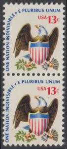 USA Michel 1196 / Scott 1596 postfrisch vert.PAAR - Americana-Ausgabe: Adler mit Wappenschild