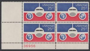 USA Michel 1200 / Scott C089 postfrisch Luftpost-PLATEBLOCK ECKRAND unten links m/ Platten-# 38956 - Flugzeug mit Erdhalbkugeln