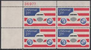 USA Michel 1201 / Scott C090 postfrisch Luftpost-PLATEBLOCK ECKRAND oben links m/ Platten-# 38310 - Flugzeug mit Erdhalbkugeln