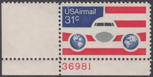USA Michel 1201 / Scott C090 postfrisch Luftpost-EINZELMARKE ECKRAND oben links m/ Platten-# 36981 - Flugzeug mit Erdhalbkugeln
