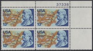 USA Michel 1277 / Scott 1690 postfrisch PLATEBLOCK ECKRAND oben rechts m/ Platten-# 37338 (a2) - Unabhängigkeit der Vereinigten Staaten von Amerika: Benjamin Franklin (1706-1790), 1. Generalpostmeister für Kanada und die USA, Politiker; Landkarte von
