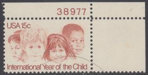 USA Michel 1373 / Scott 1772 postfrisch EINZELMARKE ECKRAND oben rechts m/ Platten-# 38977 - Internationales Jahr des Kindes