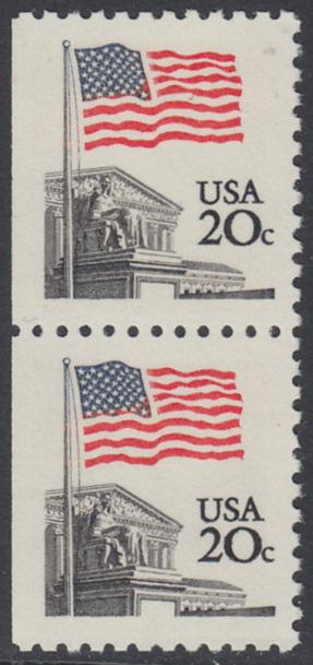 USA Michel 1522D / Scott 1896 postfrisch vert.PAAR (links ungezähnt) - Flagge, Gebäude des obersten Bundesgerichts 0