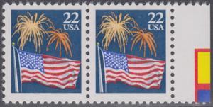 USA Michel 1882A / Scott 2276 postfrisch horiz.PAAR RAND rechts - Flagge und Feuerwerk