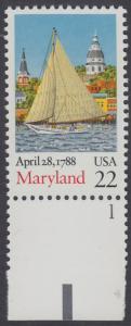 USA Michel 1970 / Scott 2342 postfrisch EINZELMARKE RAND unten m/ Platten-# 1 - 200. Jahrestag der Ratifizierung der Verfassung durch den Staat Maryland: Segelboot Clarence Crocket vor Annapolis