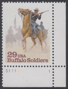 """USA Michel 2439 / Scott 2818 postfrisch EINZELMARKE ECKRAND unten rchts m/ Platten-# S1111-1 - Schwarzamerikanische Truppen """"Buffalo Soldiers""""; Kavallerie-Patrouille"""