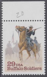 """USA Michel 2439 / Scott 2818 postfrisch EINZELMARKE RAND oben (a2) - Schwarzamerikanische Truppen """"Buffalo Soldiers""""; Kavallerie-Patrouille"""