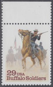 """USA Michel 2439 / Scott 2818 postfrisch EINZELMARKE RAND oben (a1) - Schwarzamerikanische Truppen """"Buffalo Soldiers""""; Kavallerie-Patrouille"""