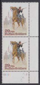 "USA Michel 2439 / Scott 2818 postfrisch vert.PAAR ECKRAND unten rechts m/ Platten-# S2222-2 - Schwarzamerikanische Truppen ""Buffalo Soldiers""; Kavallerie-Patrouille"