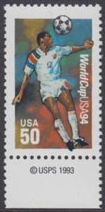 USA Michel 2459 / Scott 2836 postfrisch EINZELMARKE RAND unten m/ copyright symbol - Fußball-Weltmeisterschaft, USA: Kopfball