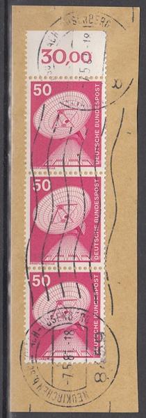 hc000.123 - Bund Mi.Nr. 851 senkr. Dreierstreifen vom Oberrand mit Stempel Neukirchen auf Briefstück