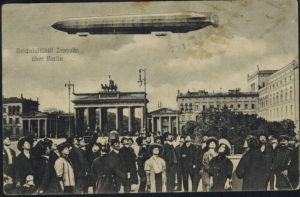 Ansichtskarte Reichsluftschiff Zeppelin Berlin Passanten Brandenburger Tor